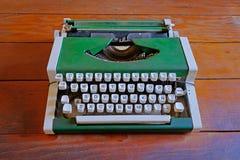 La vieille machine à écrire de vintage dans le musée du salpêtre de Humberstone fonctionne l'usine, près d'Iquique, le Chili du n Photographie stock libre de droits