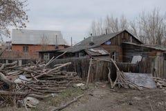 La vieille maison en bois à Omsk Photo libre de droits
