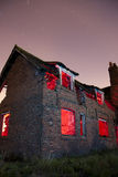 La vieille maison hantée ruine la lumière peinte Images stock