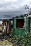 La vieille obscurité rampante a abandonné les fenêtres cassées par maison sale destructive Images libres de droits
