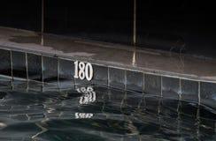 La vieille piscine noire a une profondeur de 180 centimètres photo stock