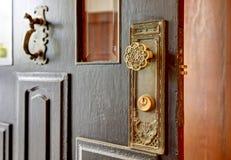La vieille porte de serrure principale antique connaissent des détails image stock