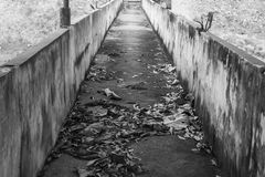 La vieille promenade de pont Photo stock
