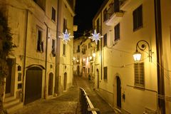 La vieille ville d'Eboli en Italie du sud illuminée par des lumières image stock