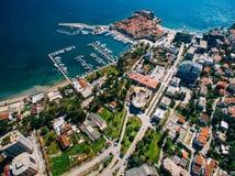 La vieille ville de Budva, tirant avec le bourdon aérien montenegro Images stock
