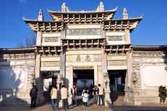 Arcade commémorative dans la vieille ville de Lijiang image libre de droits
