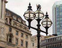 La vieille ville des réverbères de Londres près de la Banque d'Angleterre Images stock