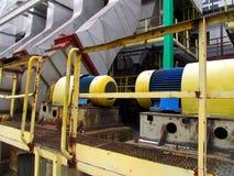 La vieja instalación del tubo de la caldera a la chimenea de motores, Fotografía de archivo
