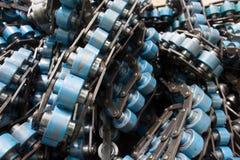 La vieja línea del transportador de cadena en la fábrica Fotos de archivo