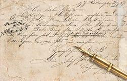 La vieja letra con el texto manuscrito caligráfico y el vintage entintan el PE Fotografía de archivo