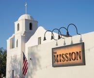 La vieja misión histórica de Adobe adyacente al restaurante de la misión Fotografía de archivo libre de regalías
