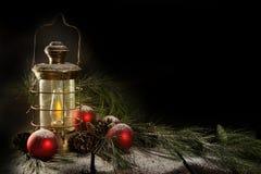 La vieja Navidad de cobre amarillo de la lámpara fotos de archivo