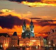 La vieja plaza en la ciudad de Praga Fotografía de archivo