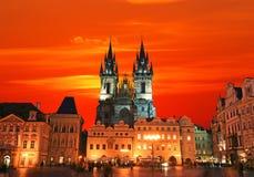 La vieja plaza en Praga Fotos de archivo libres de regalías