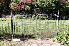 La vieja puerta de jardín del hierro Foto de archivo