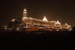La vigilia del giorno della Repubblica, il Rashtrapati ben illuminato Bhavan immagine stock