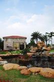 La villa con il giardino dello stagno Immagine Stock Libera da Diritti