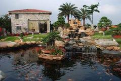 La villa di lusso del giardino Immagine Stock Libera da Diritti