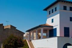 La villa a verrouillé pour la sièste, ville de Porto Cristo Photo libre de droits