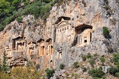 La ville antique de Kaunos de Dalyan est des tombes de roche de Lycian Photographie stock