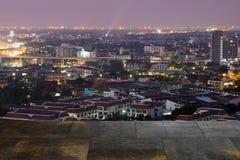 La ville brouillée a tiré montrer la grille électrique et le grand planni urbain Images libres de droits