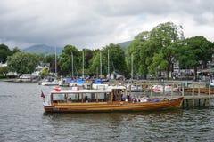 La ville d'Ambleside sur le lac Windermere image libre de droits