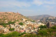 La ville d'Amer, près d'Amer Palace (ou d'Amer Fort) jaipur Rajasthan l'Inde Image libre de droits