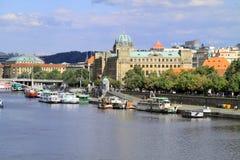 La ville d'or de Prague est pleine de vieux bâtiments Images stock