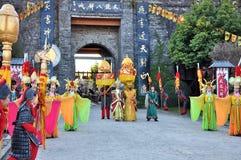 Reine et empereur devant la ville Photographie stock libre de droits