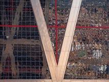 La ville de Madrid réfléchissant sur les tours Photos libres de droits