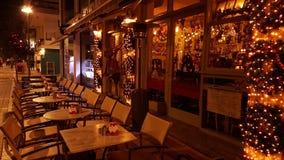 La ville de nuit de Noël allume l'arbre, rue, couleurs, ville Grèce d'Ioannina Photos libres de droits