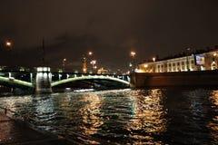 La ville de St Petersburg, pont de palais Image libre de droits