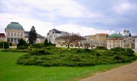 La ville de station thermale de Franzensbad avec la République Tchèque de parcs et de maisons de station thermale au printemps - Photographie stock
