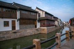 La ville de Suzhou, la ville antique du Lu jette un pont sur des personnes Images libres de droits