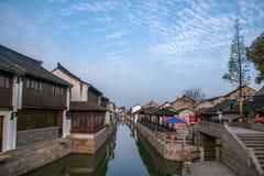 La ville de Suzhou, la ville antique du Lu jette un pont sur des personnes Photos stock