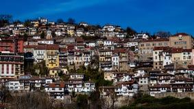 La ville de Veliko Tarnovo a empilé des bâtiments image stock