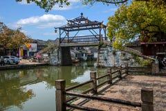 La ville de Wujiang dans la ville avec de petits ponts arrosent des personnes Image libre de droits