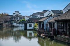 La ville de Wujiang dans la ville avec de petits ponts arrosent des personnes Photo stock