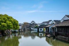 La ville de Wujiang dans la ville avec de petits ponts arrosent des personnes Photo libre de droits