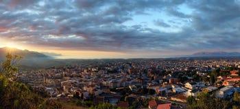 La ville et la mer d'Alcamo de soir?e aboient, la Sicile, Italie photo libre de droits