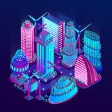 La ville futuriste de nuit est illumin?e par les lampes au n?on dans le style isom?trique Illustration de vecteur photos libres de droits