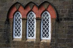 La ville Hall Museum, plan rapproché des fenêtres arquées, Kolhapur, maharashtra photo stock