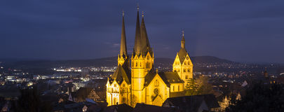 la ville historique gelnhausen l'Allemagne le soir Photos stock