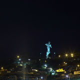 La Virgen de El Panecillo staty i Quito, Ecuador på natten Arkivfoton