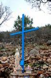 La Virgen María y la cruz en el peregrinaje católico localizan Medjugorje Bosnia y Hercegovina Fotos de archivo
