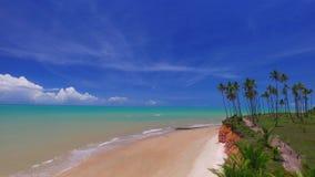 La visión aérea en Barra hace la playa de Cahy, costa del descubrimiento en Bahia Brazil En febrero de 2017 almacen de video