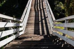 La visión abajo camina del puente histórico de la calle del membrillo Imagen de archivo libre de regalías