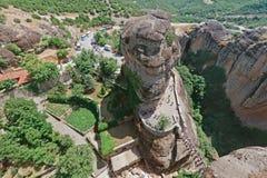 La visión abajo desde el monasterio santo de Varlaam en el complejo de Meteora, Grecia Fotografía de archivo libre de regalías