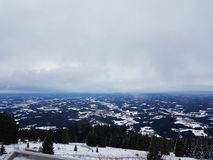 La visión desde arriba de la montaña Foto de archivo libre de regalías