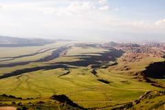 La visión desde arriba del paso de los melios en Kirguistán foto de archivo